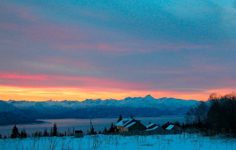 Husky Ranch~Country house w stunning glacier & Kachemak Bay views on 10 acres!, location de vacances à Fritz Creek
