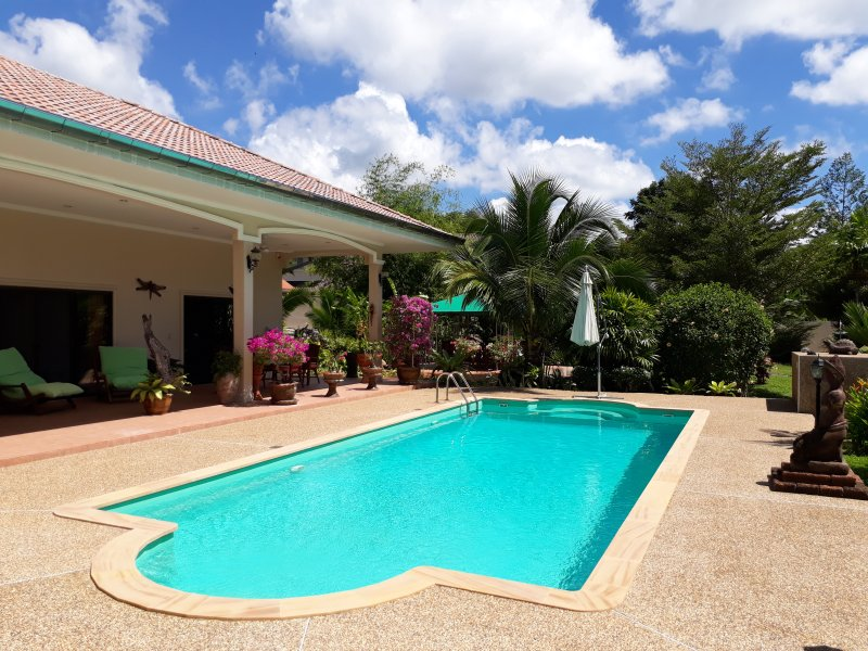 VILLA  ORCHIDEA 4 Bedrooms big private pool, holiday rental in Pak Nam