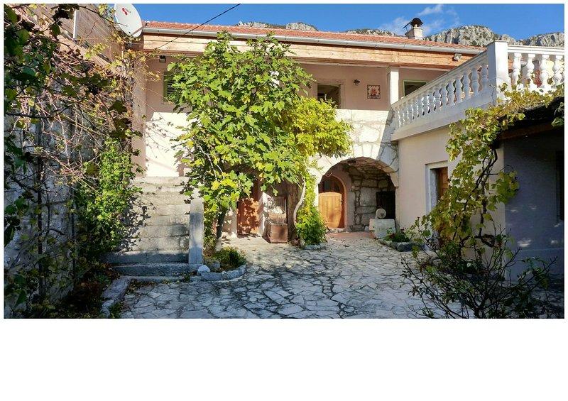 Maison en pierre à Blaskovici-Crikvenica, holiday rental in Crikvenica