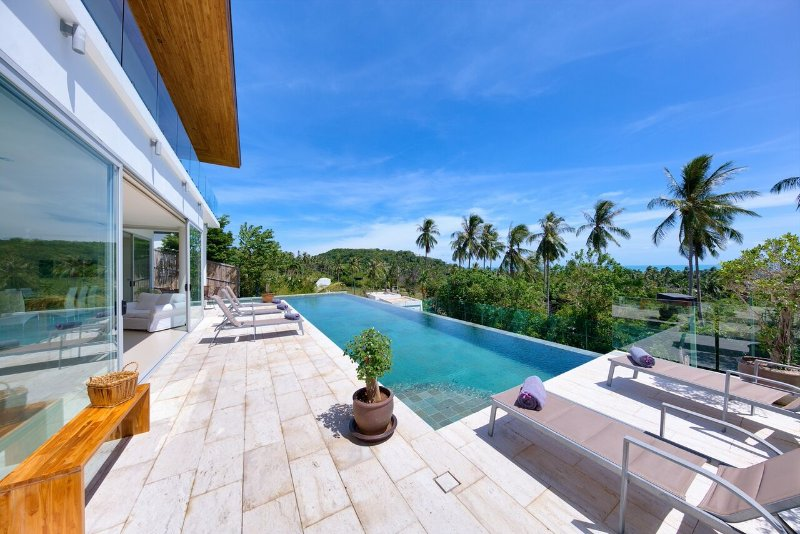 Villa Zoe Luxury 3 Bedroom Sea View Villa, holiday rental in Mae Nam