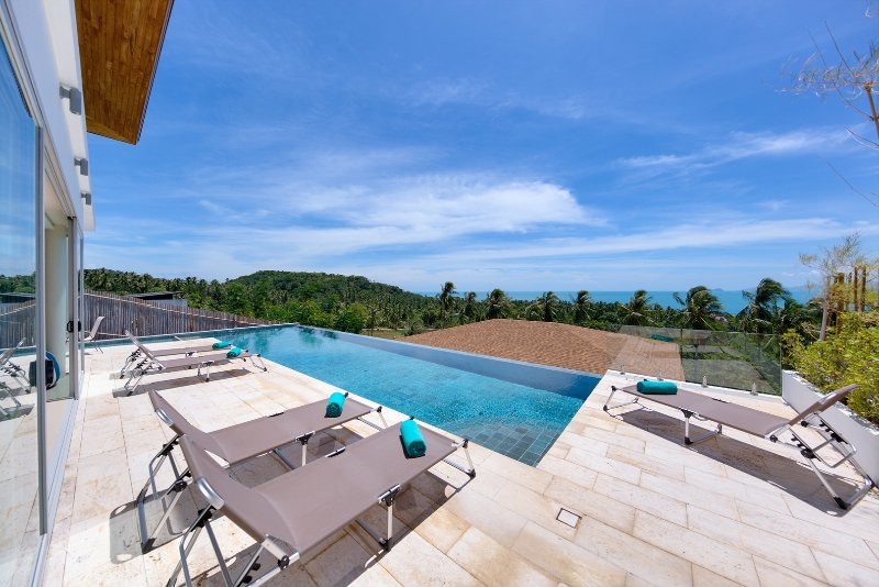 Villa Daisy is our modern and inviting 2-bedroom sea view villa, offering ample living space