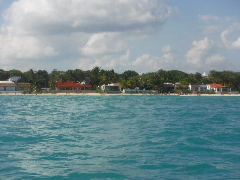 La cercana playa de Playacar con acceso fácil y libre a sólo 5 minutos a pie de la Casa Selva Caribe