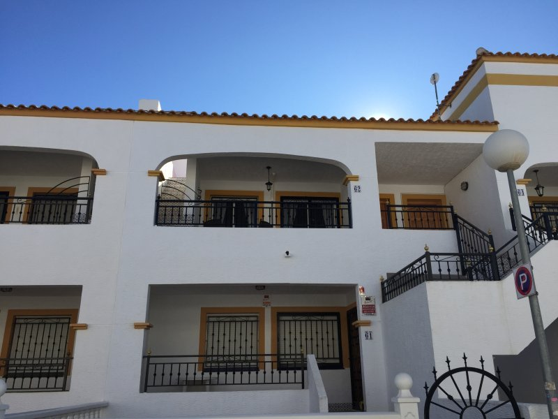 Entre-Naranjos Vistabella Golf apartment, holiday rental in Algorfa