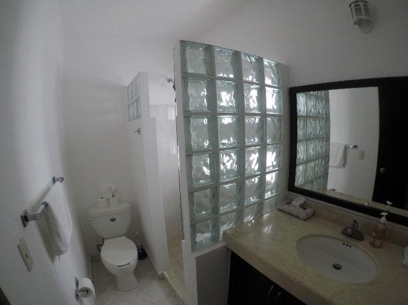 Cuarto de baño para el dormitorio 3 con ducha