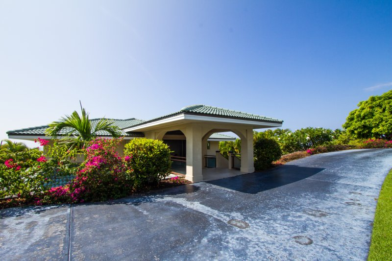 Modern Luxury! Perfect for 4 Couples or a Family! Best View in the Neighborhood!, alquiler de vacaciones en Keauhou