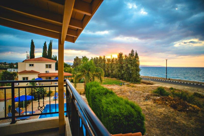 Beachfront Villa - Argaka - Amazing Sea Views - Private Pool - Wifi - Aircon, vacation rental in Limni