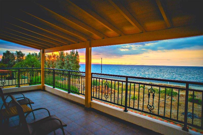 Frontline Beachfront Villa - Amazing Sea Views - Private Pool - Wifi - Argaka, holiday rental in Argaka