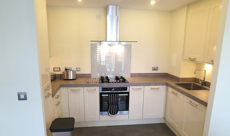 Luxury City Centre  2 Bedroom 2 Bathroom Apartment, vacation rental in South Queensferry