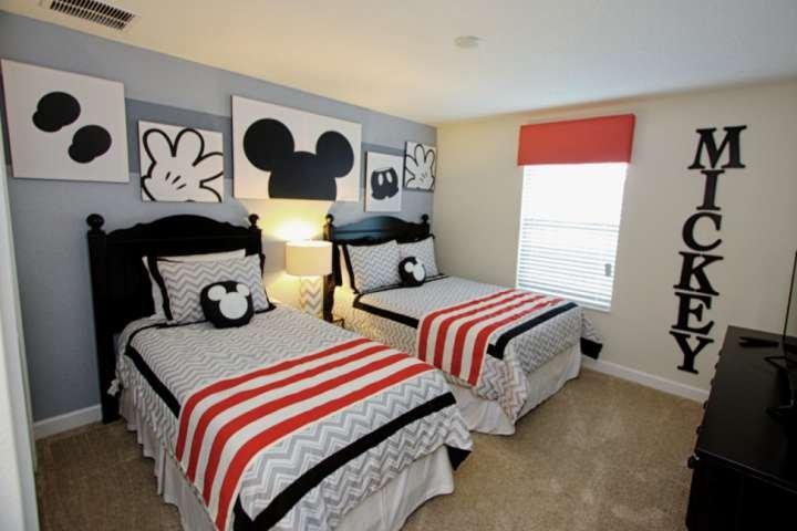 Upstairs Fun 'Mickey' Twin Room w/Two Twin Beds & Flat Screen TV