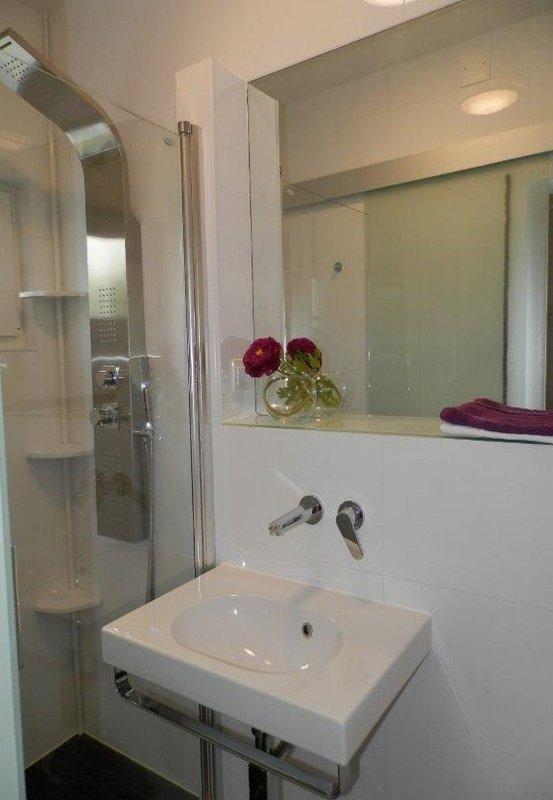 H (5): bagno con wc