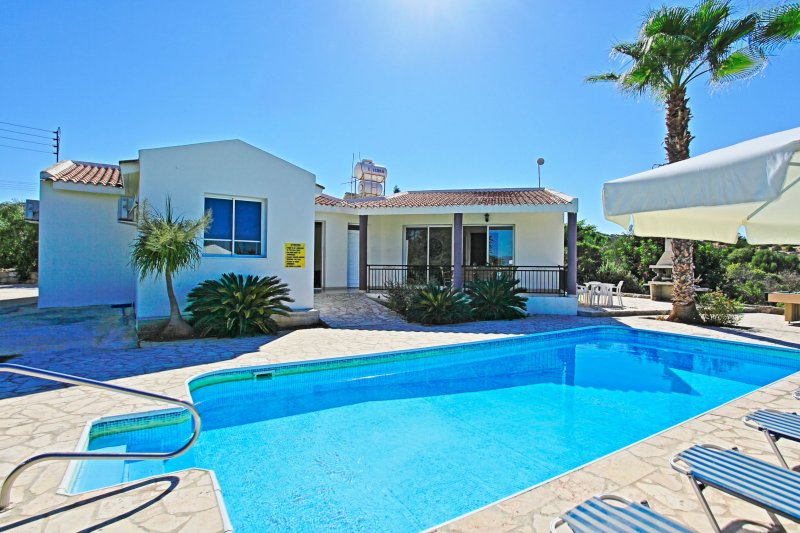 Villa Anthoulis: Near Latchi beach, private pool, beautiful sea-views, holiday rental in Latchi