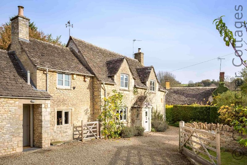 Welcome to Willow Tree Cottage, in the lovely Cotswold village of Chedworth!