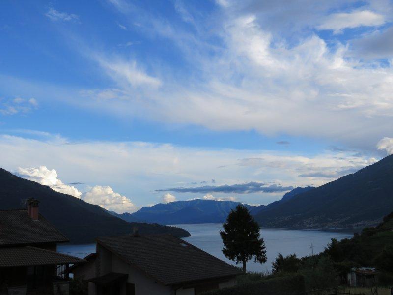 vista del lago desde la terraza