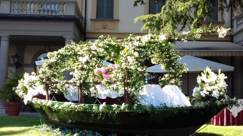 Traditional lake boat, decorated for a wedding in Menaggio