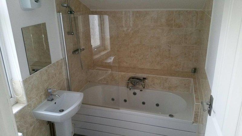 Cozy 2 x Bed property Town Centre Location , Free wifi and Parking, alquiler de vacaciones en Barrow-in-Furness