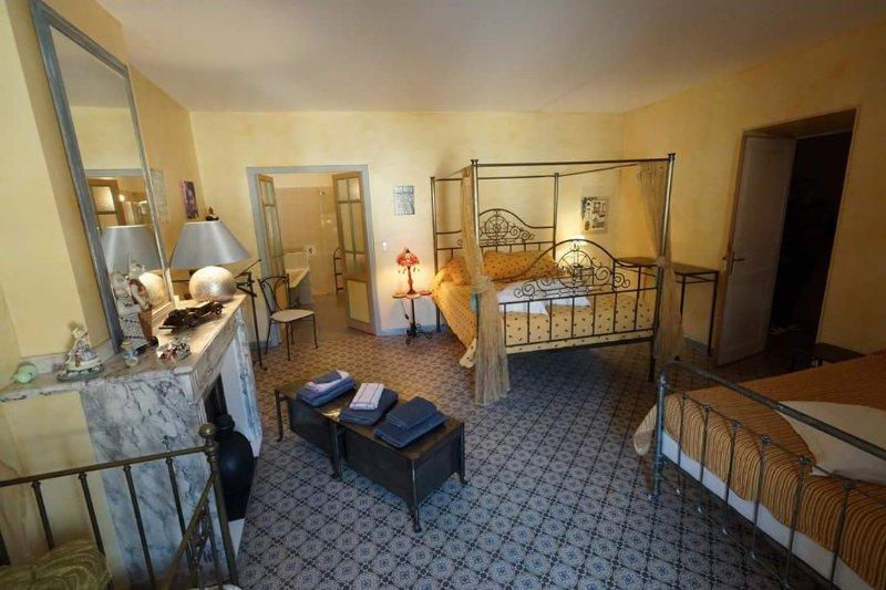 chambre familiale premiere moisson, vacation rental in Thezan-des-Corbieres