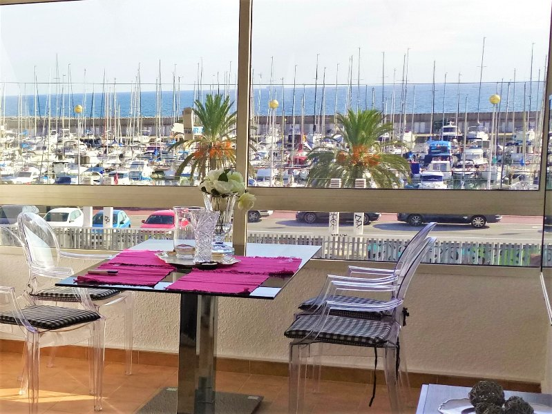 CRISTINA PORT & BEACH - apartment, vacation rental in Alella
