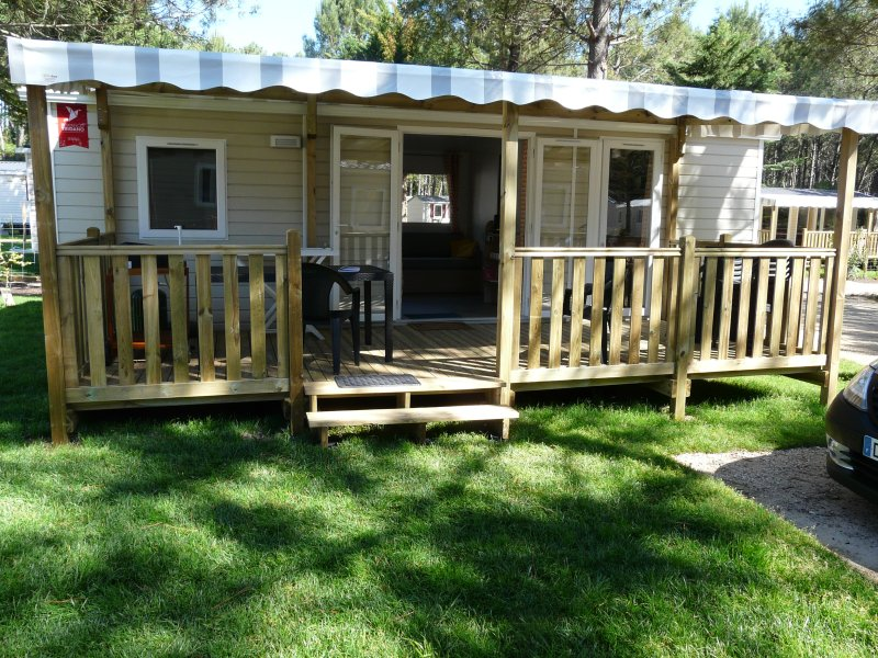 The mobile home and its terrace