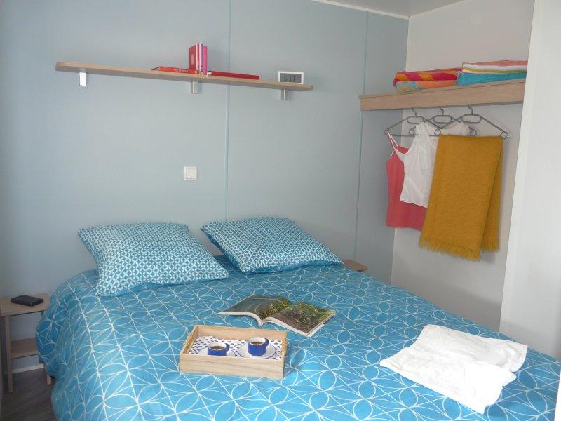 El dormitorio principal y la ubicación para la cuna