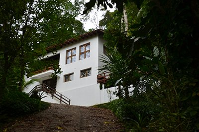 Beach house at São Pedro(House Condo)in the forest, location de vacances à Guaruja