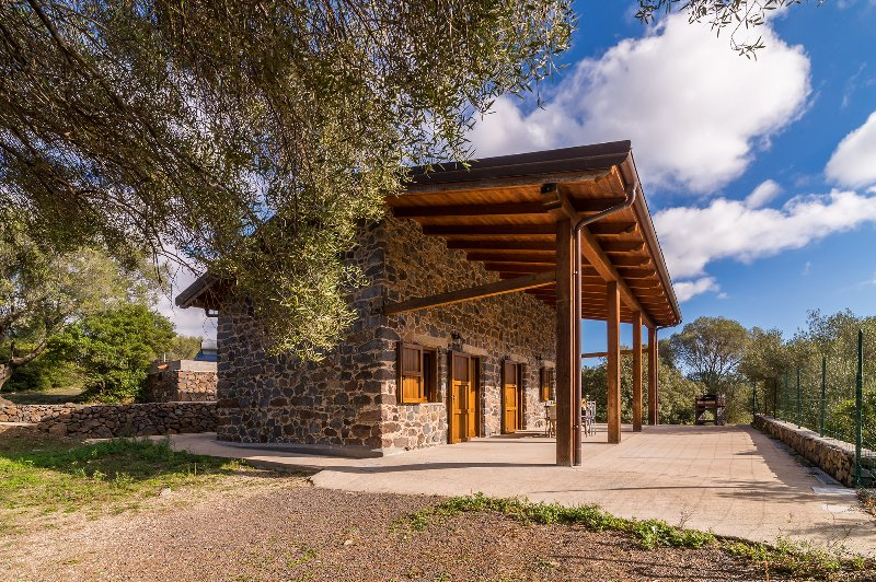 CASA PEDRA 1: deliziosa casa nella campagna, 5 persone, holiday rental in Galtelli