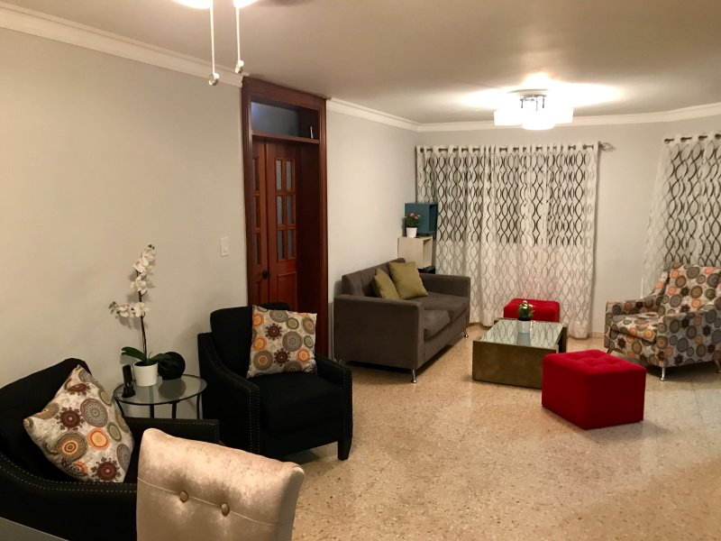 BEAUTIFUL Apt  in heart of Santo Domingo with WiFi+AC, vacation rental in Santo Domingo
