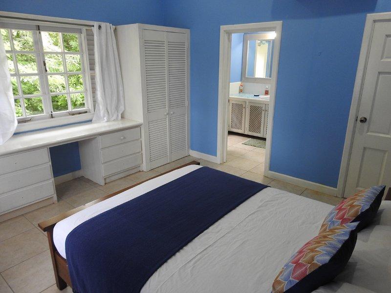 En-suite bedroom with queen size bed