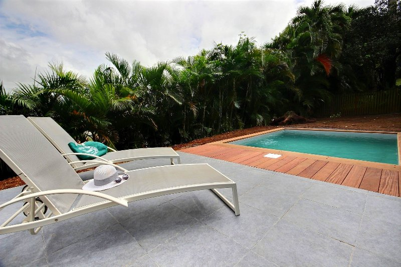Villa Alexianne, 4 CH, proche aéroport, idéale séjour affaire, piscine, billard, alquiler vacacional en Ducos
