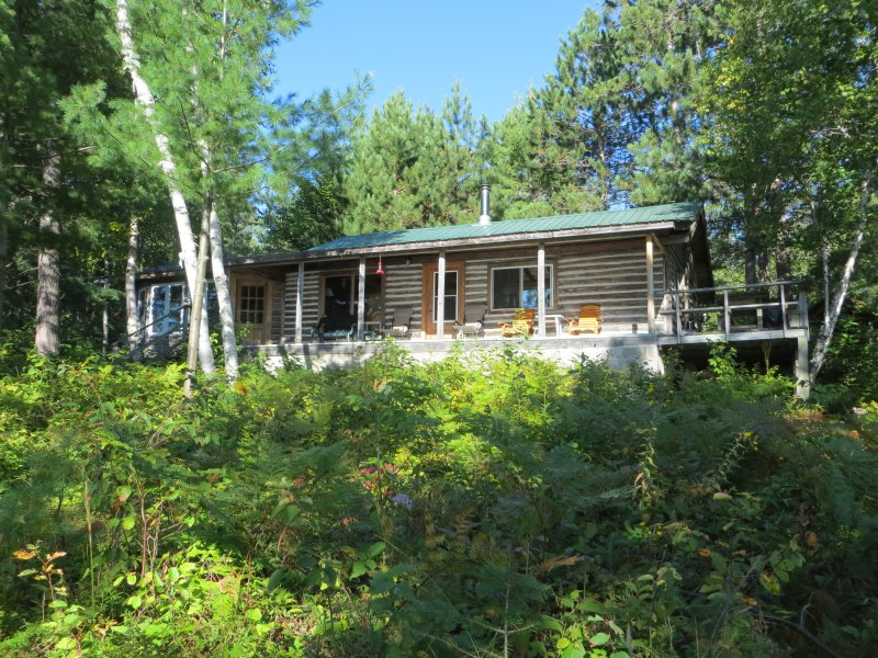 Secluded heritage log cottage on 3 acre point on quiet lake