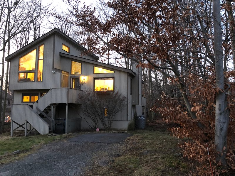 Outstanding Poconos Rental Near Lake Waterpark Ski Resort Has Porch And Interior Design Ideas Inesswwsoteloinfo