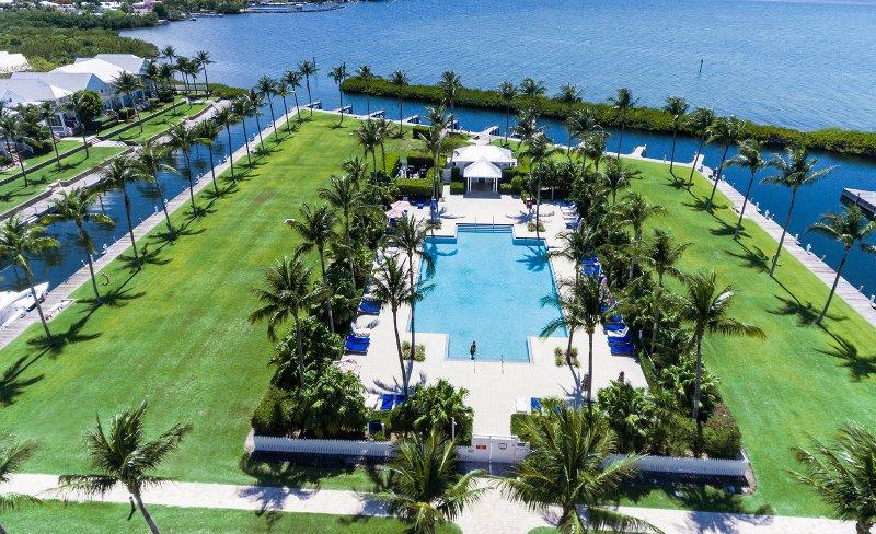 splendida piscina in stile resort con Cabana e macchina per il ghiaccio per il vostro uso.