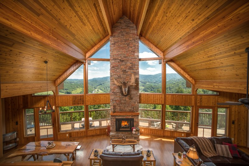 Luxury Cedar Cabin with Grand Views. Just 7 Miles to Boone, North Carolina, holiday rental in Sugar Grove