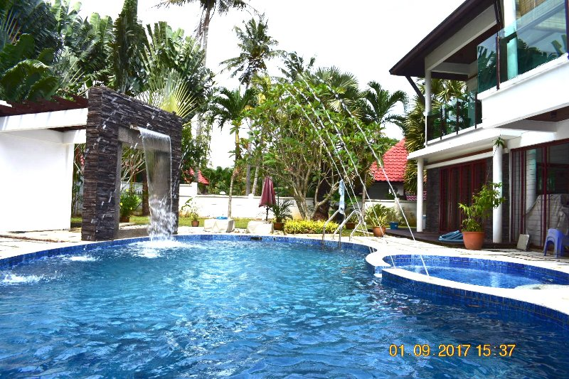 Stunning Seaside Luxury Villa in Port Dickson. Sleeps 12, vakantiewoning in Taman Haji Zainal