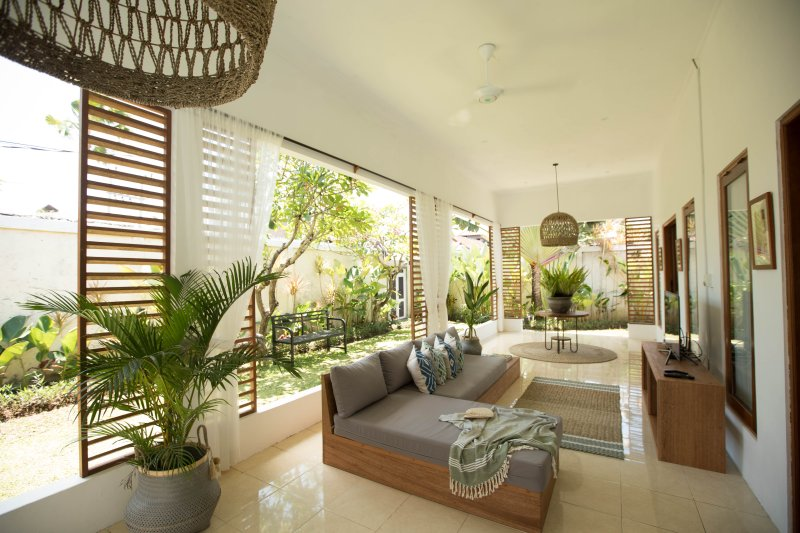 Manis Manggis, Two BDR Tropical Villa with Pool in Seminyak, holiday rental in Pemecutan Klod