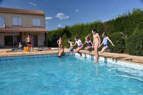 pool area rental houses in Fontenelle near Arles