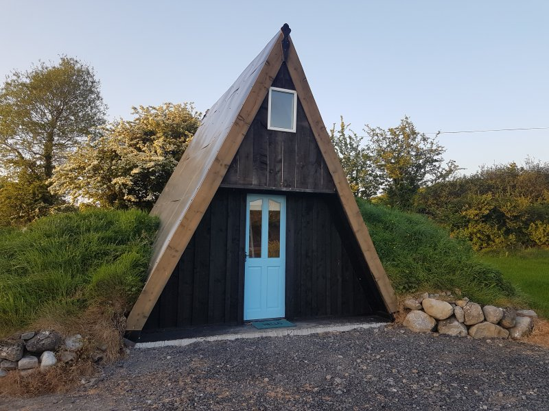 Mayo Glamping Hobbit Village - Liosachan Hobbit Hut, vacation rental in County Mayo