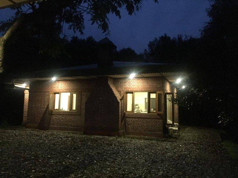 Cottage dans la nuit