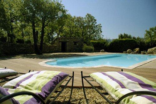 Bastide de charme parc du Luberon, Provence, piscine chauffée 2 à 8 personnes., holiday rental in Castellet