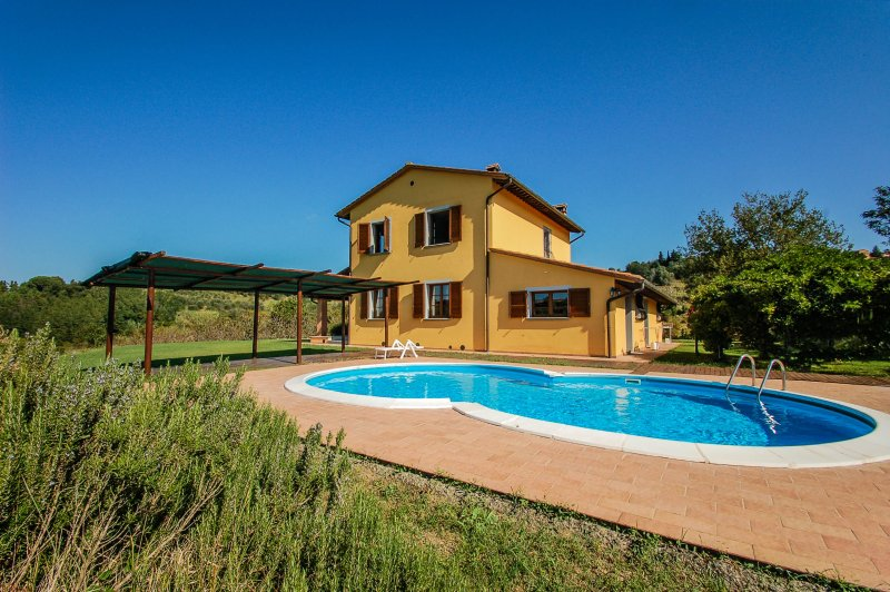 Villa with private pool, 2km from village, 35 km from Pisa and sea., vacation rental in Capannoli