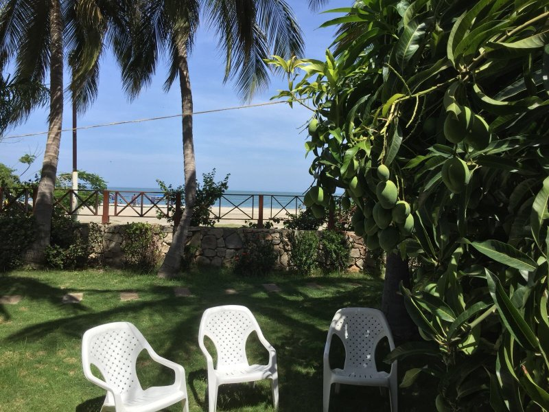 Charming apartment with garden right on the beach, holiday rental in Magdalena Department