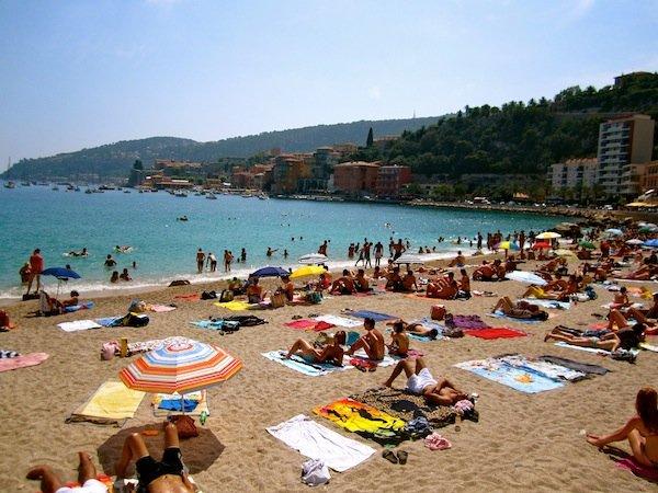 Villefranche L'option la plus populaire pour une plage « sable » en dehors de Nice: il est à seulement 20 minutes.