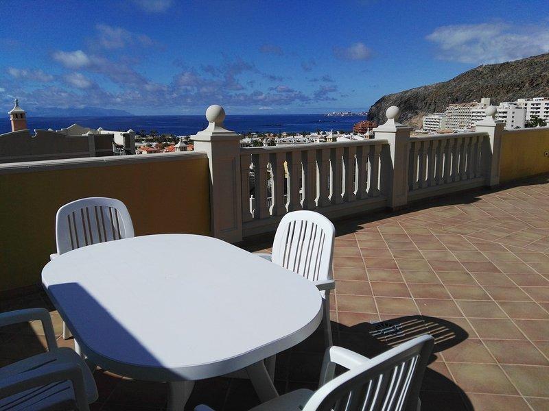 RefC119 Apartamento dos dormitorios con vista al mar y piscina, location de vacances à Palm-Mar