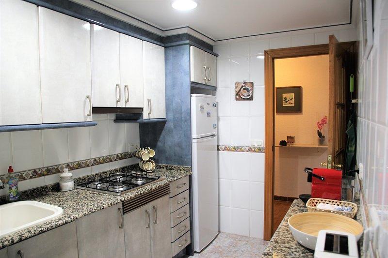 DISFRUTA DE PLAYA Y CIUDAD, holiday rental in Montroy