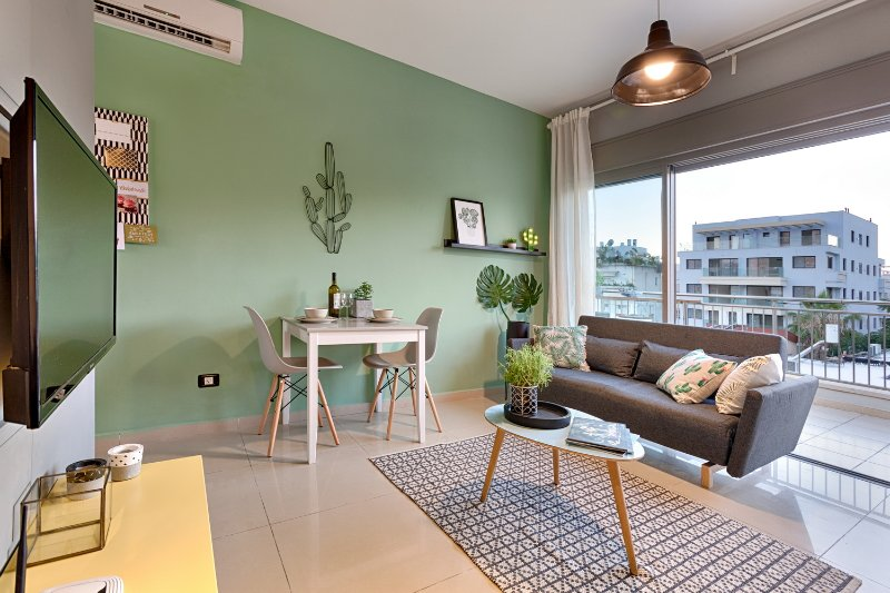 Inner city collection - Mini Penthouse with a Huge Terrace, holiday rental in Tel Aviv