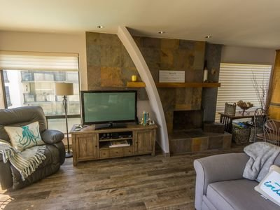 Sleeps 5!  Pull out queen sofa and a pull out single mattress'!