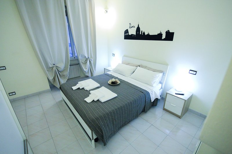 whiteroom: camera da letto matrimoniale con letto extralarge - double bedroom with extralarge bed