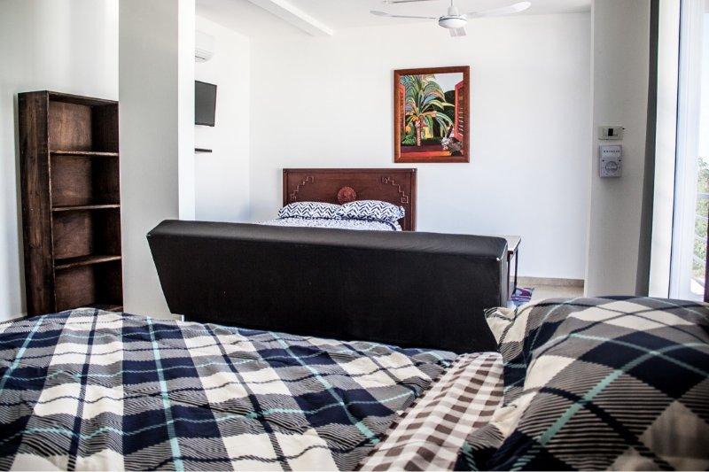 1 cama king, 1 cama de casal e 1 sofá-cama