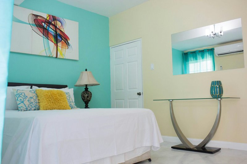 Kensington Place Apartment @ New Kingston, location de vacances à Kingston Parish