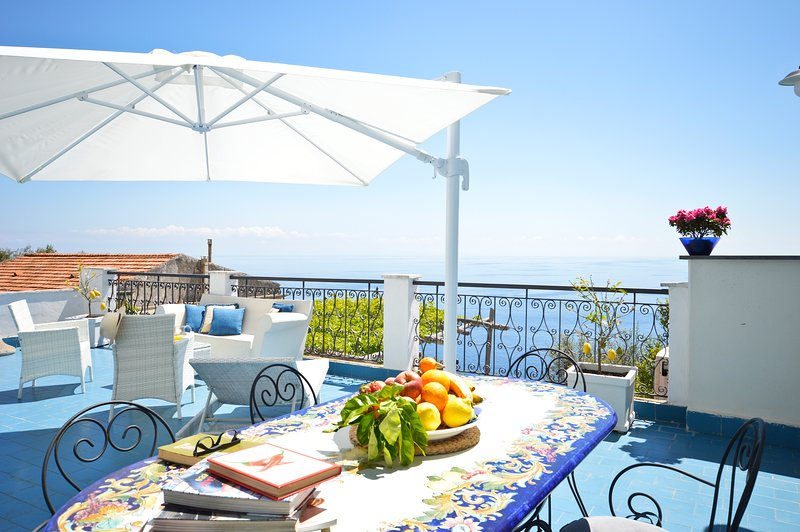 BEAUTIFUL VILLA WITH TERRACE 10 MINS FROM THE BEACH, Ferienwohnung in Conca dei Marini