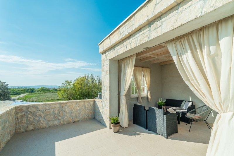 VILLA CASA NINA-Pool,sauna,Jacuzzi, holiday rental in Privlaka